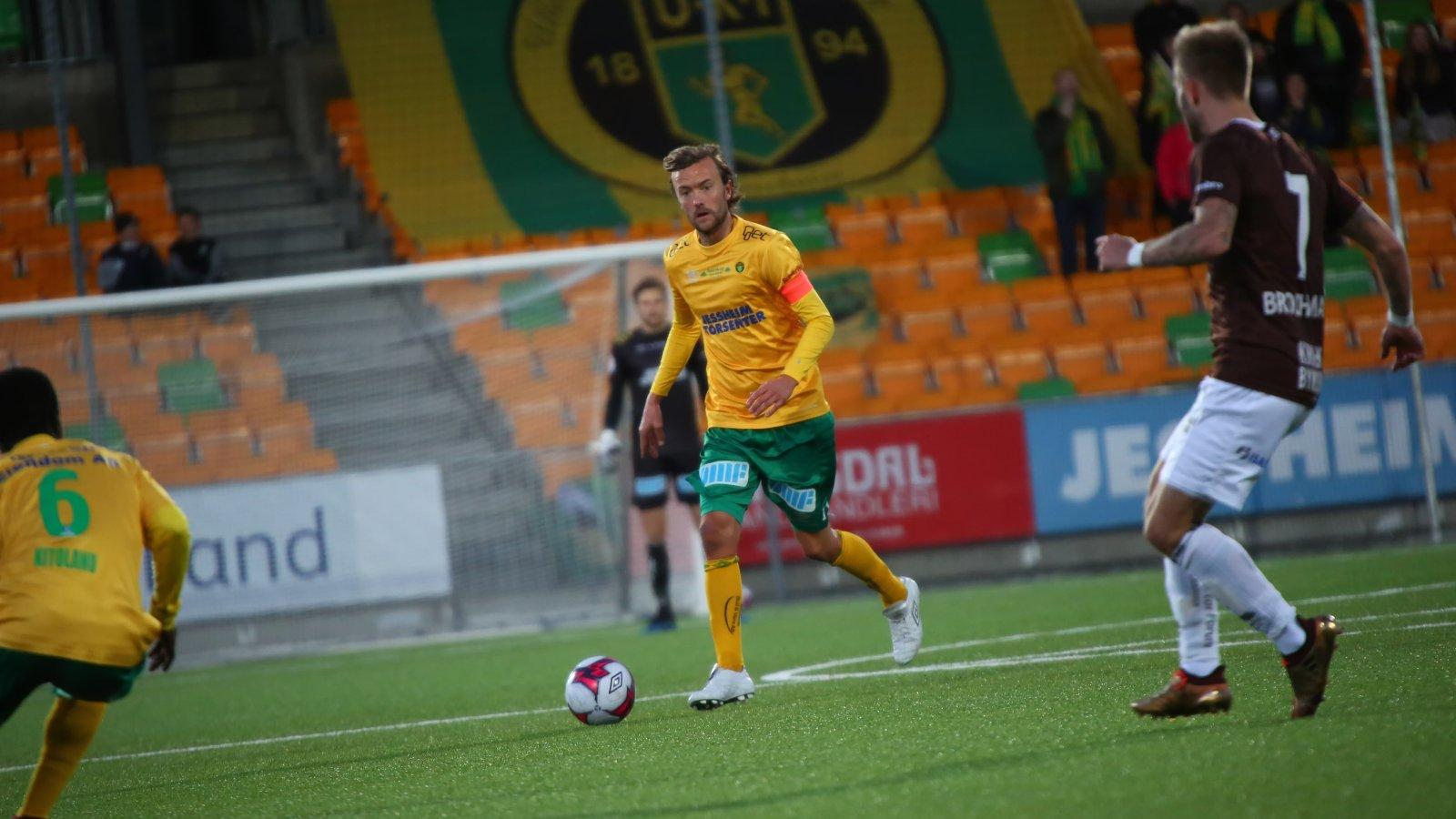 Ull/Kisa-kaptein Christian Aas med ballen i kampen mot Mjøndalen.