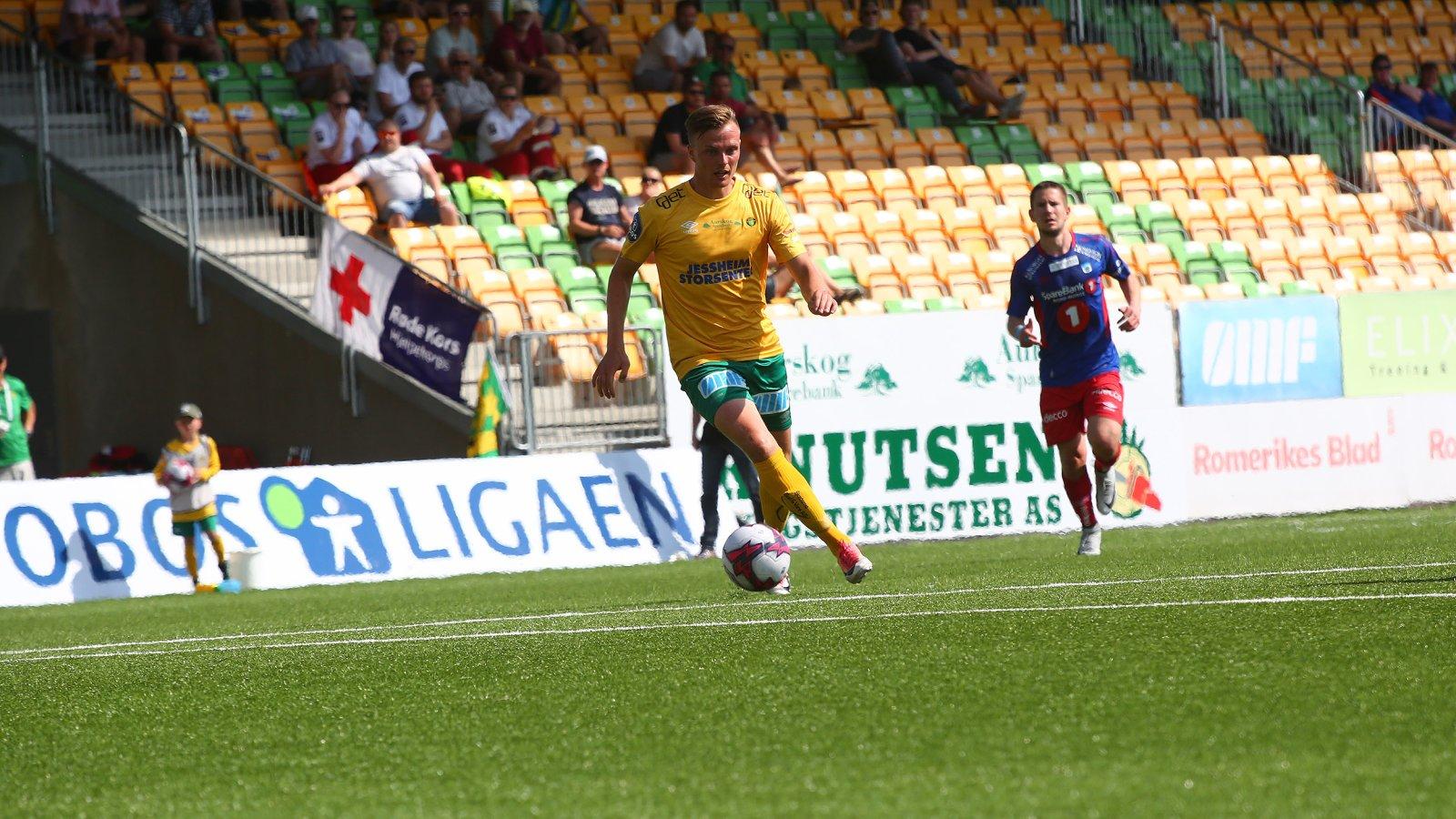 Ole Andreas Nesset med ballen i kampen mot Tromsdalen i den 11. serierunden på Jessheim stadion. FOTO: Bjørn Hytjanstorp