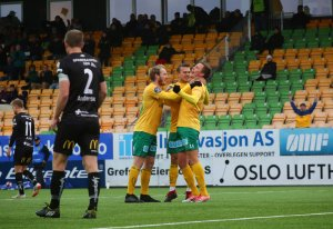 Sverre Martin Torp, Kristoffer Normann Hansen og Ole Andreas Nesset ferier sistnevntes 1-1-scoring mot Jerv.