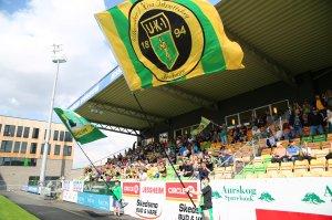 Ull/Kisa-flaggene vaier i vinden før kampstart mot Sogndal.