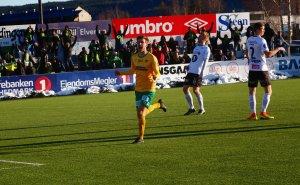 SCORINGSJUBEL: Nicolay Solberg etter ett av tre mål mot Elverum.