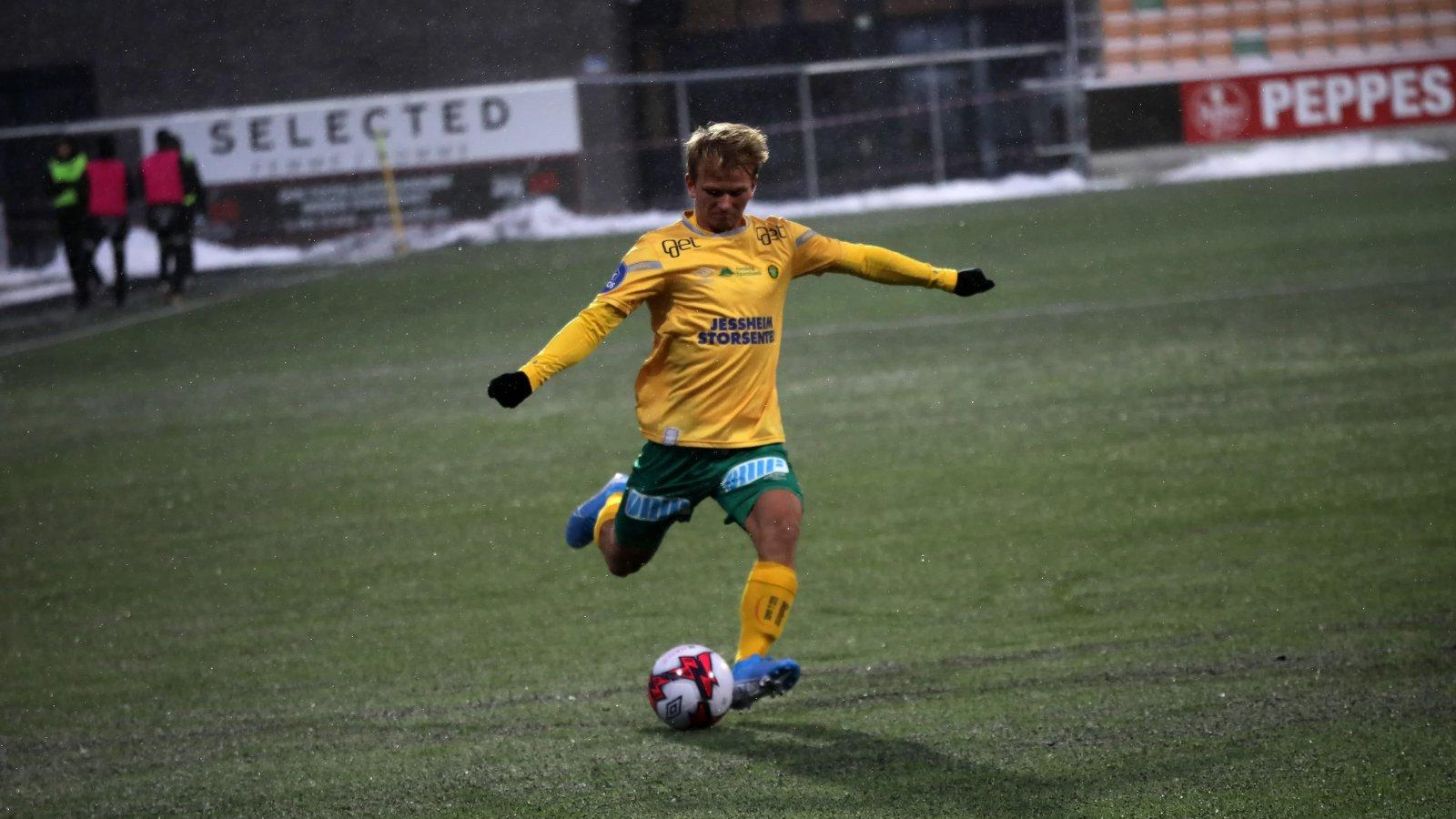 Henrik Kristiansen i skuddet mot Tromsdalen.