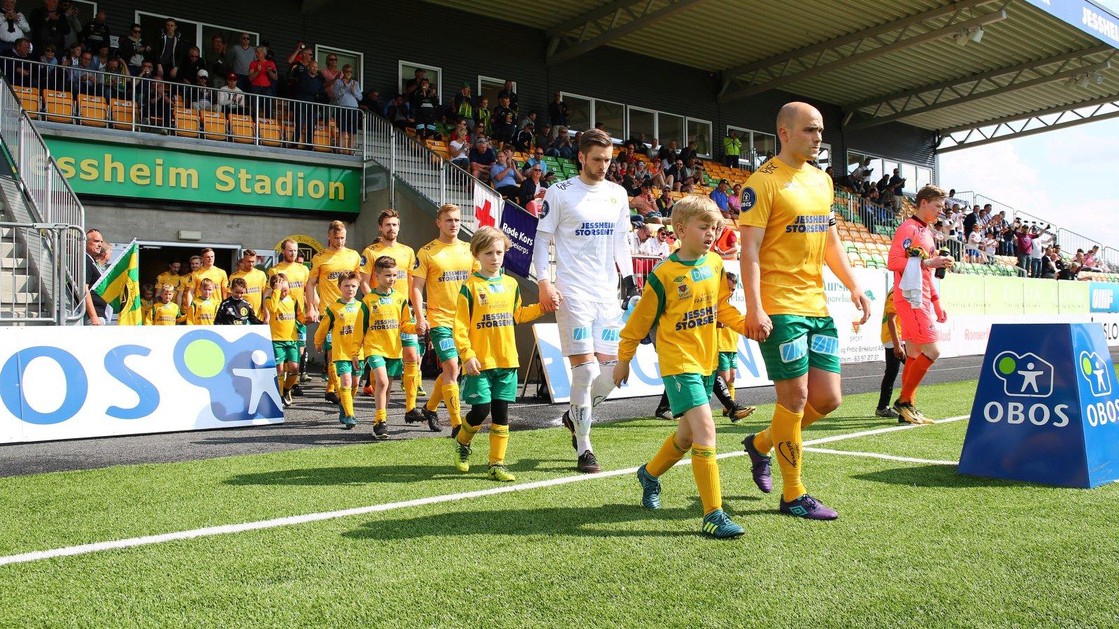 Utmarsj før den 7. serierunden mellom Ull/Kisa og Sogndal.