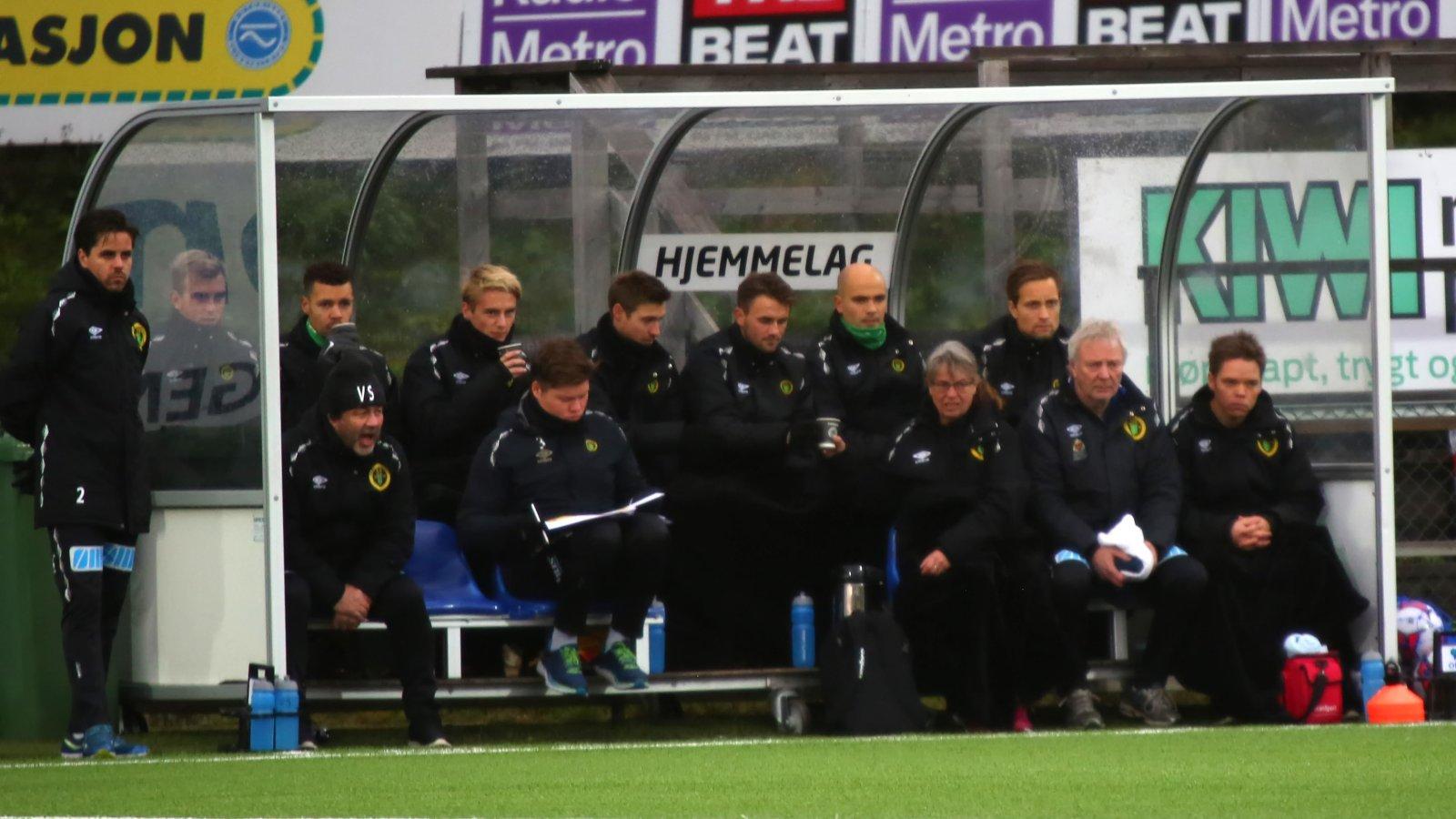 Ull/Kisa-benken under den 29. serierunden mot Jerv på Jessheim stadion.