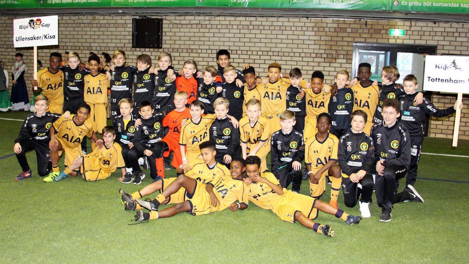 Ull/Kisas U13-lag ble nummer fire i Riga Winter Cup. Her sammen med Tottenham, som vant turneringen.