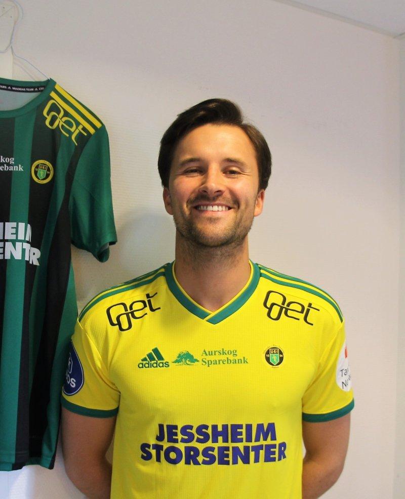 KLEDELIG: Stian Lunder Ringstad kler Ull/Kisas gule og grønne farger.