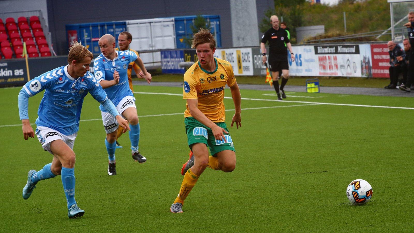 Kristoffer Ødemarksbakken utforder i kampen mot Sandnes Ulf.