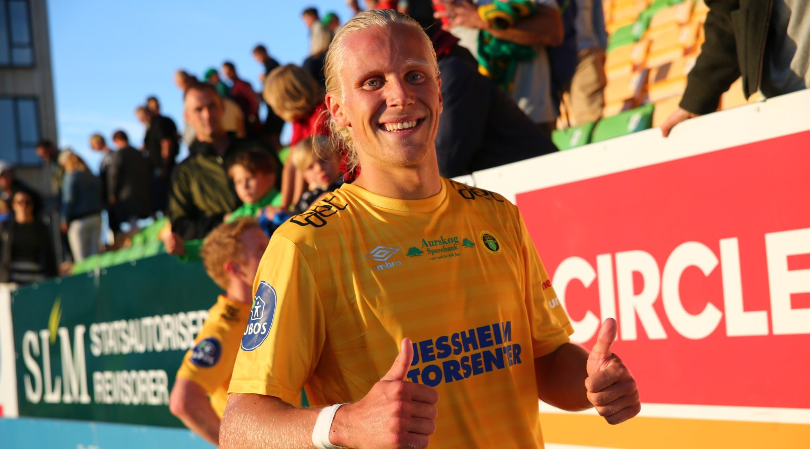 Lars-Jørgen Salvesen med tomler opp for to scoringer i Ull/Kisa-debuten.