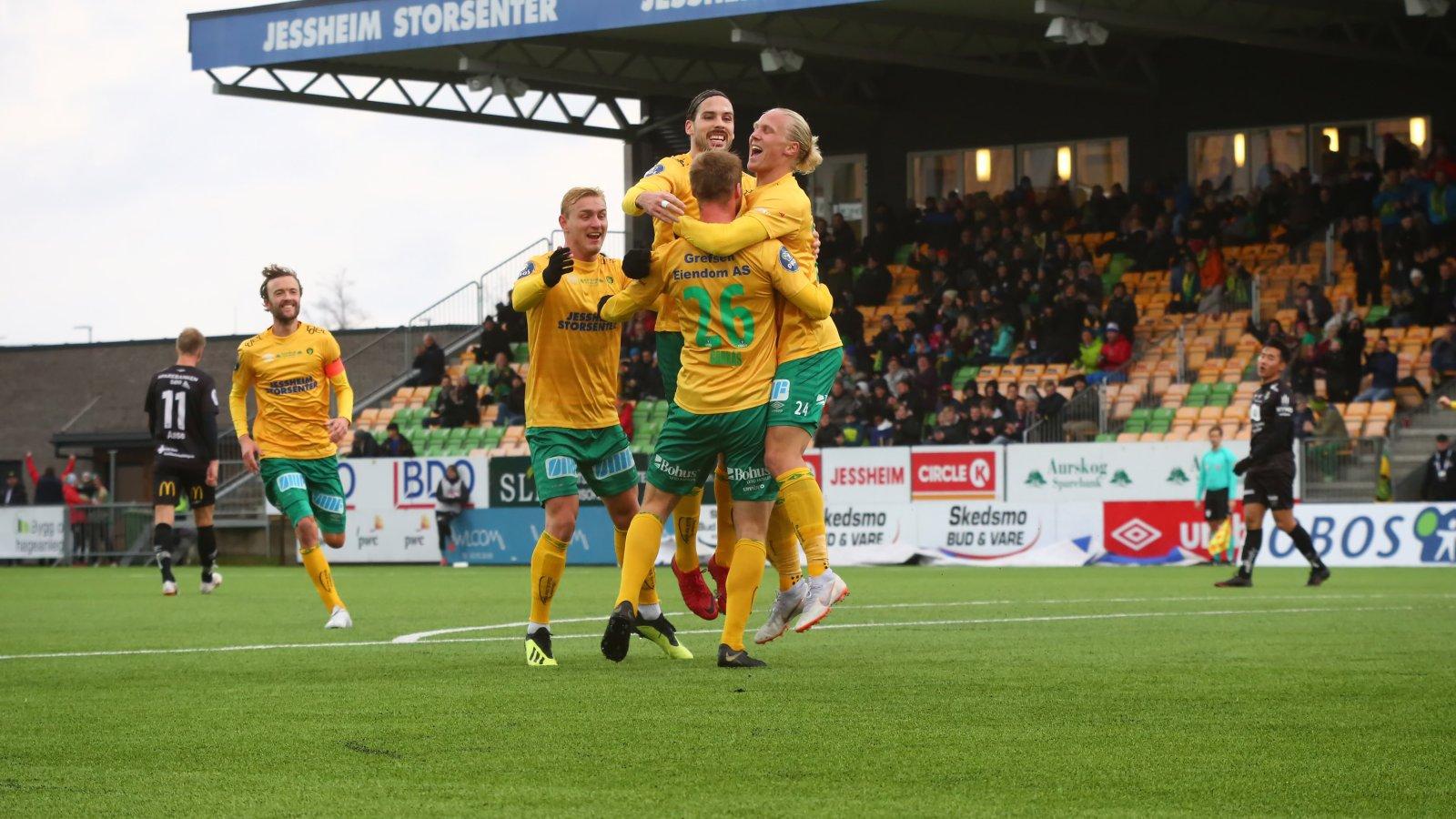 Espen Bjørnsen Garnås feirer sin 2-1-scoring i hjemmekampen mot Jerv.
