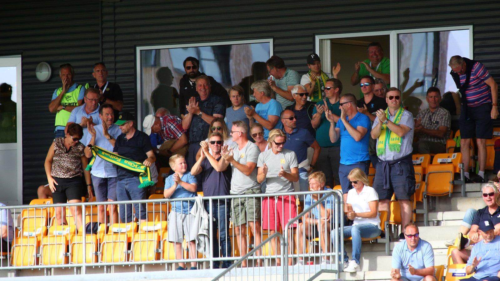 Jubel på tribunen underveis i den 14. serierunden mellom Ull/Kisa og Sandnes Ulf.