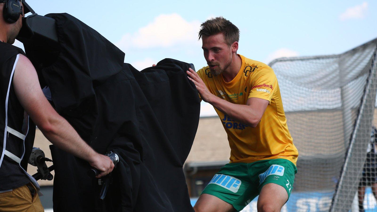 Nicolay Solberg leverte en utradisjonell feiring etter sitt 3-0-mål hjemme mot Tromsdalen. FOTO: Bjørn Hytjanstorp