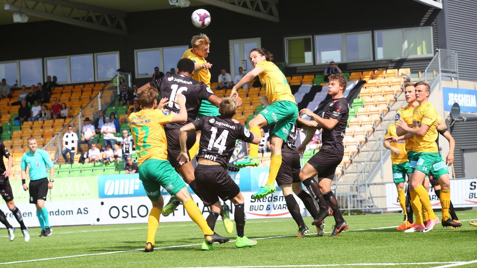 Det ble masse dueller i kampen mellom Ull/Kisa og Sogndal. Kampen endte til slutt med 2-0-seier til Ull/Kisa.