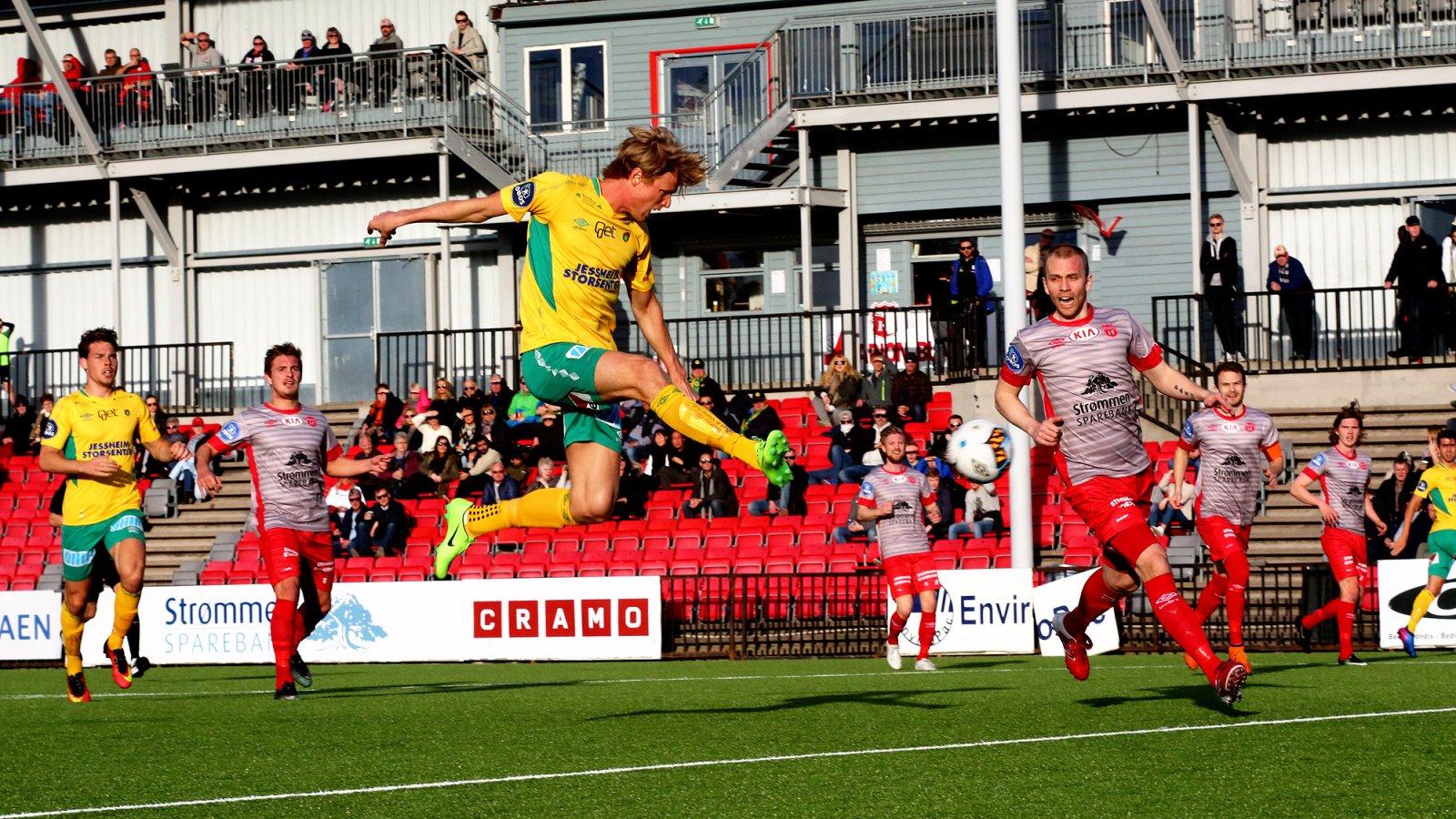 Andreas Aalbu setter inn 1-0 til Ull/Kisa mot Strømmen.