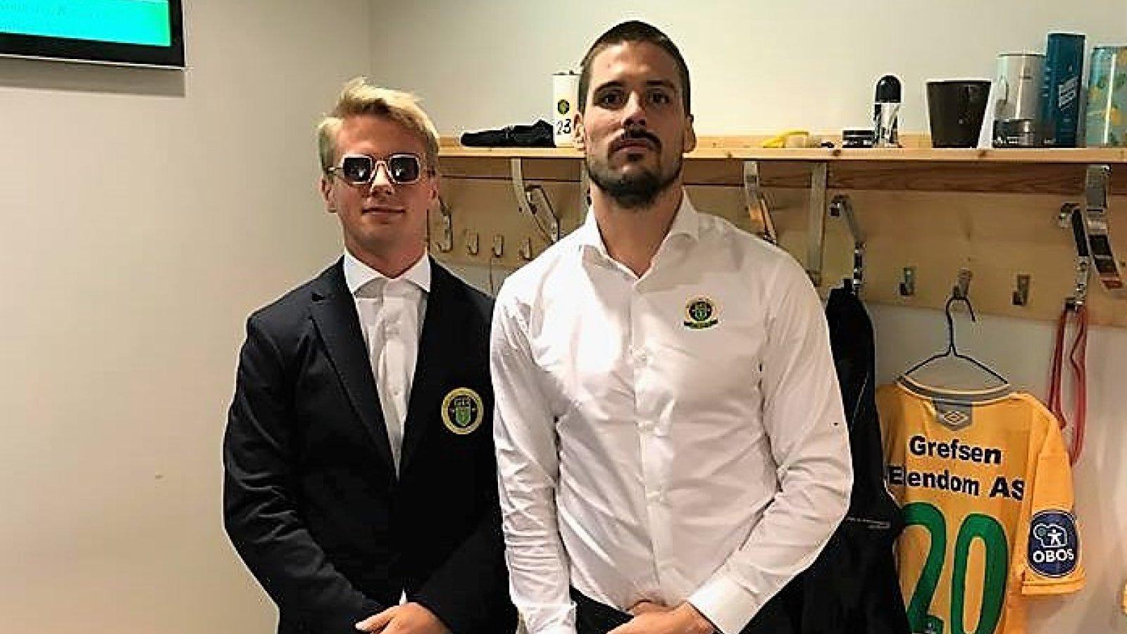 NYTT ANTREKK: Sebastian Remme Berge og Morten Sundli i Ull/Kisas nye antrekk før hjemmekampene.