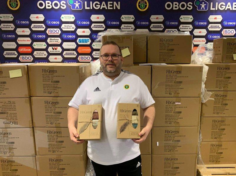 FORNØYD: På vegne av Ull/Kisa takker Børre Lien Hansen for strålende dugnadsinnsats.